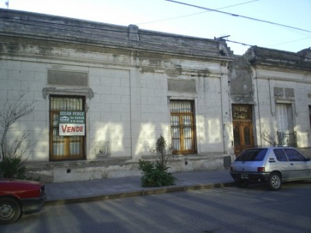 REF. 33...   VENDE CASA ANTIGUA RECICLADA PLENO CENTRO